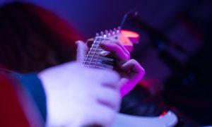 Stratocaster mit Fingern